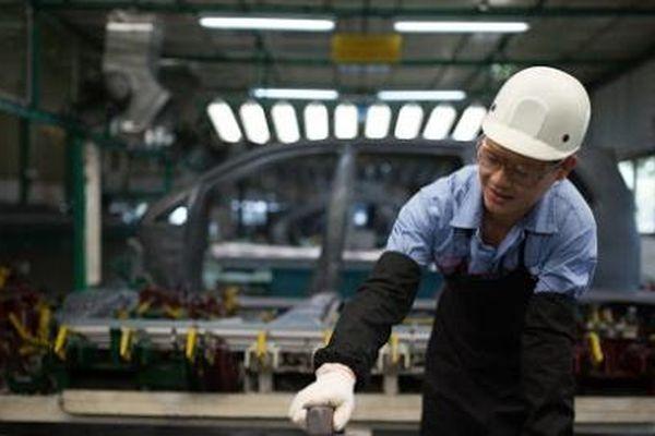 Sản xuất công nghiệp bắt đầu khởi sắc