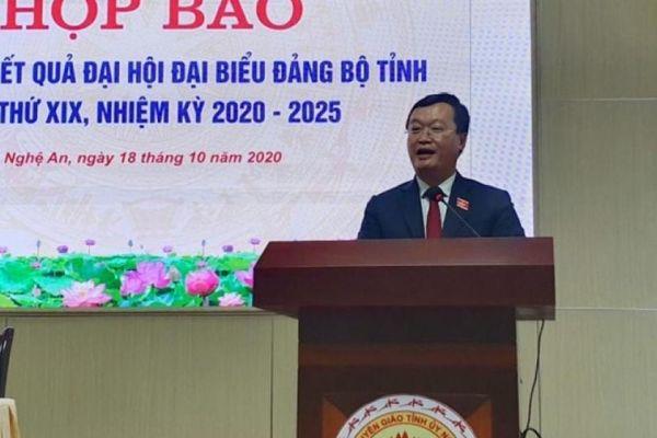 Chủ tịch tỉnh Nghệ An cam kết xóa tình trạng 'tỉnh mở, sở thắt'