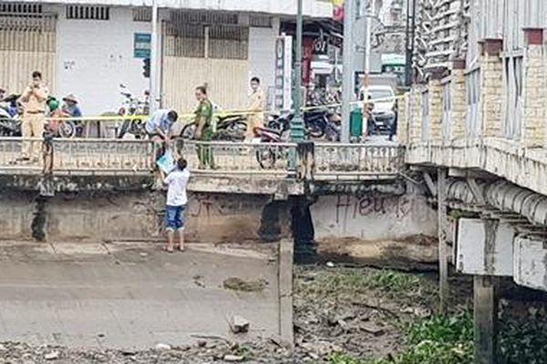 Người đàn ông chết dưới gầm cầu ở Sóc Trăng