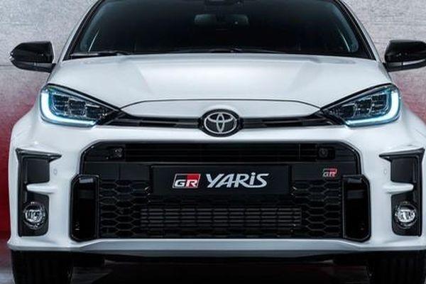 Chuẩn bị khai tử Land Cruiser, Toyota vẫn không quên 'vắt sữa' khi lấy động cơ V6 trang bị cho Hilux