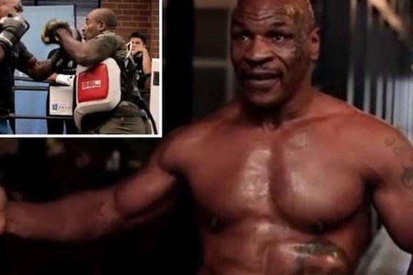 'Tay đấm thép' Mike Tyson khoe ảnh cơ bắp cuồn cuộn, đập tan tin đồn 'hết hơi' trước trận đại chiến với Roy Jones