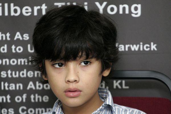 Thần đồng ở Singapore trở thành sinh viên năm 8 tuổi