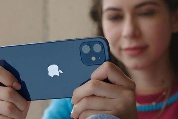 'Sống đơn giản, tôi chọn iPhone 12 mini'