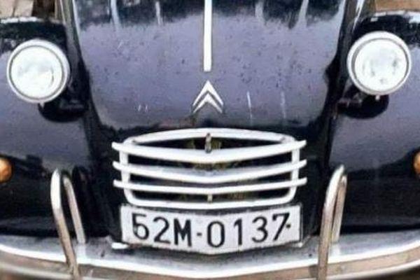 Chiếc xe cổ của Út Trà Ôn được bán đấu giá ủng hộ miền Trung