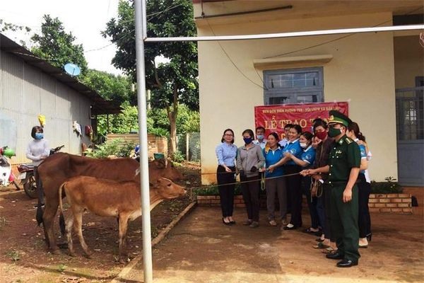 Đồng hành giúp phụ nữ Đắk Lao thoát nghèo