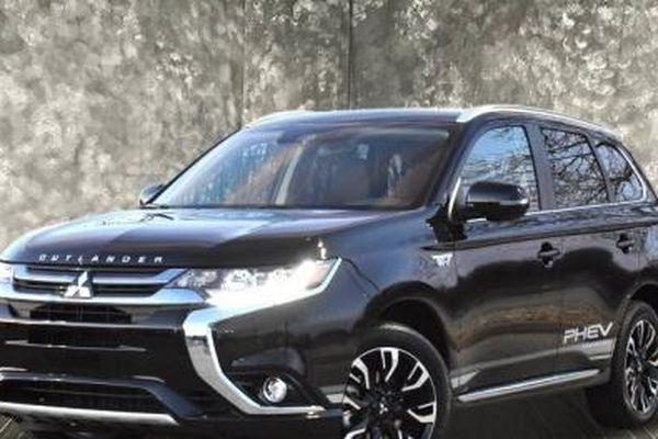 Giá xe Mitsubishi tháng 10/2020: Xe rẻ nhất chỉ 375 triệu đồng kèm nhiều quà tặng cao cấp
