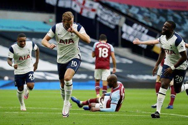 Gareth Bale trở lại, Tottenham cay đắng đánh rơi chiến thắng phút bù giờ