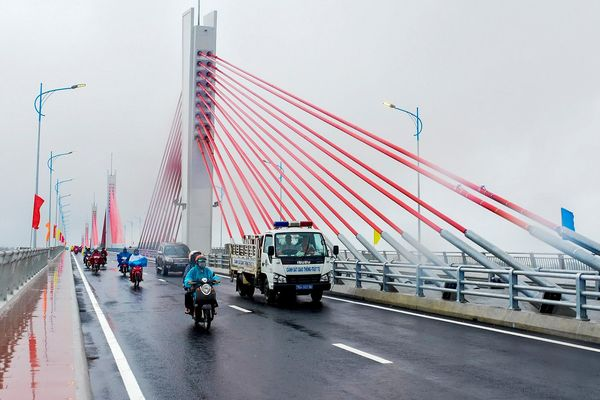 Thông xe kỹ thuật cầu dây văng 2.200 tỷ ở Quảng Ngãi