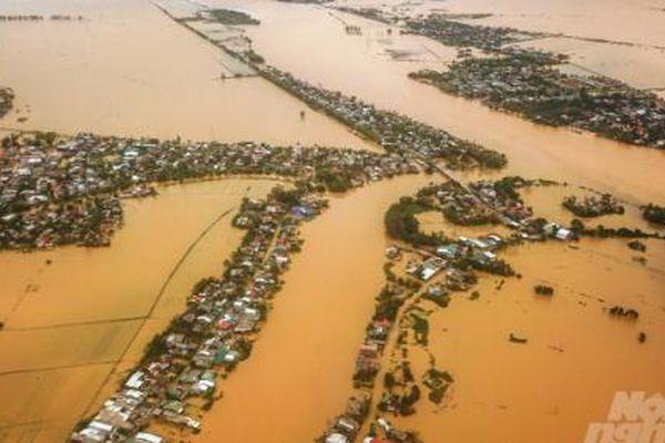 Huế vẫn chìm sâu trong nước lũ