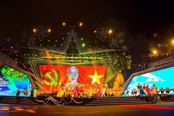 Hướng về miền Trung, Hải Phòng tạm dừng các chương trình nghệ thuật chào mừng thành công Đại hội Đảng