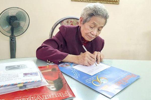 Nữ cựu chiến binh dành tiền lương ủng hộ chị em miền Trung bị ảnh hưởng lũ lụt