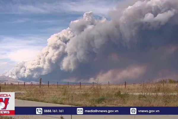 Bang Colorado (Mỹ) nỗ lực khống chế cháy rừng