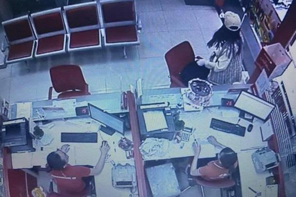 Khởi tố tạm giam 4 tháng đối với cô gái cướp chi nhánh ngân hàng Techcombank
