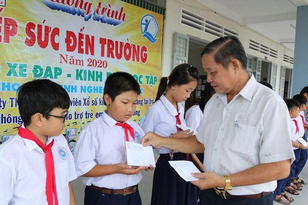 Tiền Giang: Tiếp sức học sinh đến trường tại huyện Cai Lậy