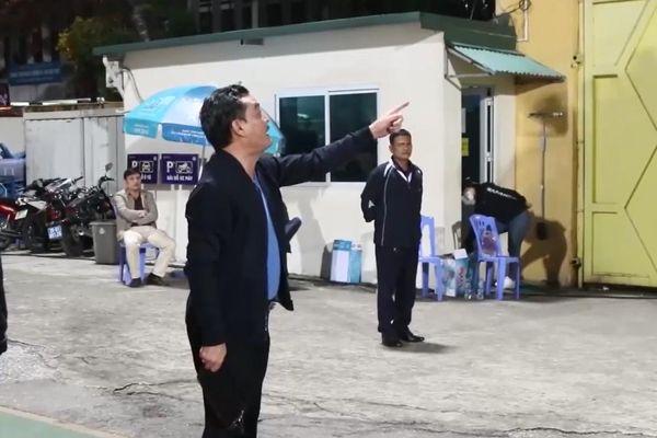 CĐV xin về giữa trận Viettel, cựu Chủ tịch Hà Nội FC sa sả mắng 'ý thức ở đâu'