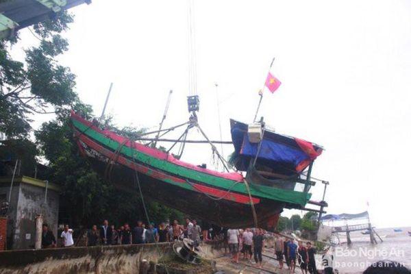 Tin NN: Cứu tàu cá bị chìm, xuất khẩu cá ngừ tăng mạnh