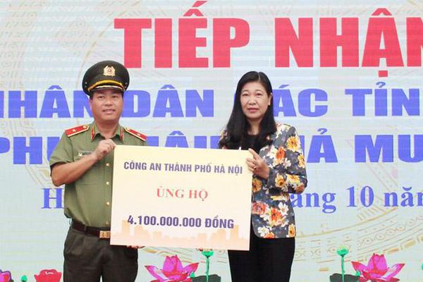 Tiếp nhận hơn 22 tỷ đồng và hàng hóa ủng hộ nhân dân các tỉnh miền Trung