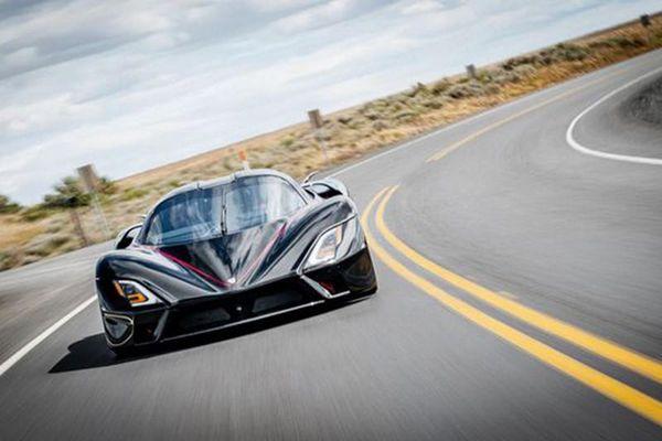 SSC Tuatara 'hạ bệ' Bugatti Chiron để lên ngôi vua tốc độ