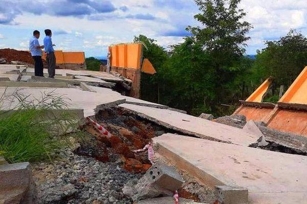 Công trình tiền tỷ đổ sập sau trận mưa: Thiết kế một đằng, thi công một nẻo