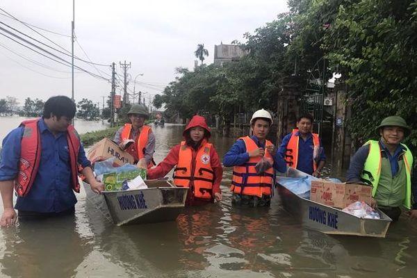 10 tấn hàng cứu trợ đã vào với đồng bào miền Trung