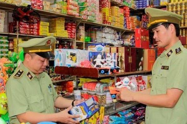 Hà Nội: Tăng cường công tác thị trường, xử lý nghiêm đối tượng lợi dụng mưa lũ trục lợi bất chính