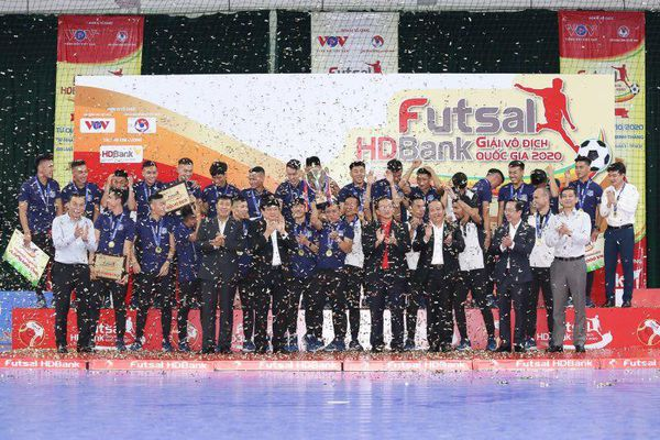 Thái Sơn Nam vô địch, cựu quả bóng vàng giành vua phá lưới