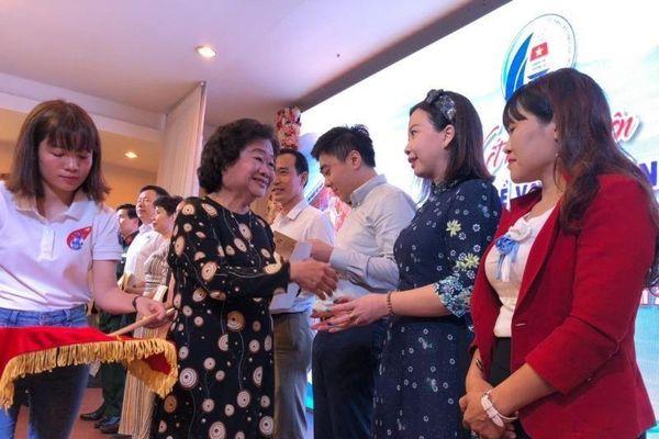 CLB 'Vì Hoàng Sa-Trường Sa thân yêu' ủng hộ miền Trung