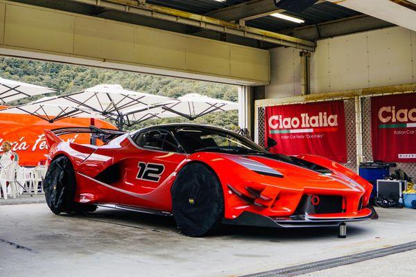 Ferrari FXX-K Evo gầm rú trên trường đua