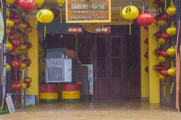 Xem xét miễn giảm lãi vay cho khách hàng bị ảnh hưởng mưa lũ