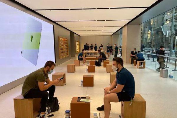 iPhone 12 chính thức mở bán