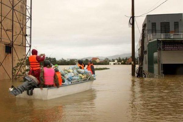 Cả nước chia sẻ mất mát với người dân vùng bão lũ