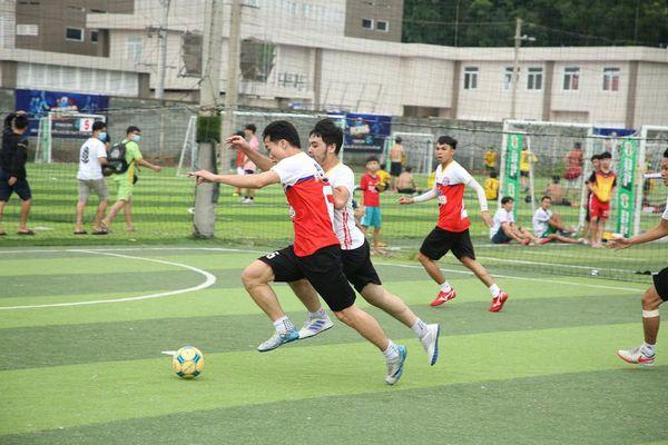 Nhìn lại trận cầu nảy lửa giữa FC Barca và MU Việt Nam