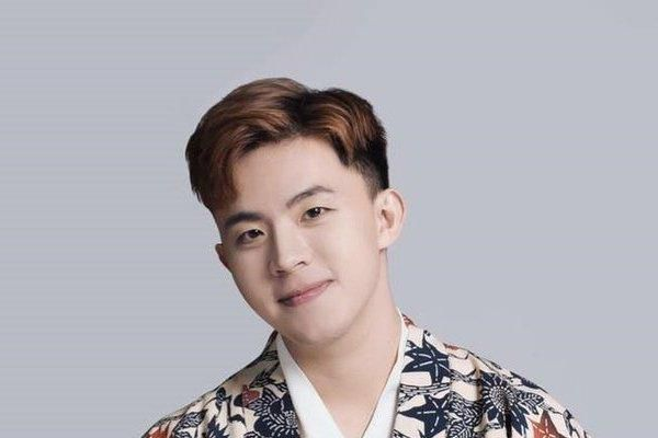 Chàng trai 9X biến tấu giày Converse cực độc từ hoa văn triều Nguyễn