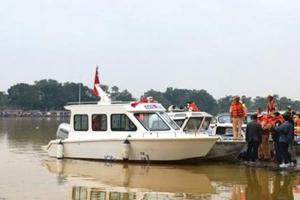 Bàn giao ca nô công suất lớn cho công an Thừa Thiên - Huế phục vụ cứu hộ, cứu nạn