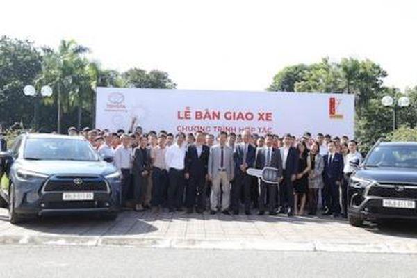 TMV bàn giao Corolla Cross hybrid cho trường Đại học Bách Khoa Hà Nội