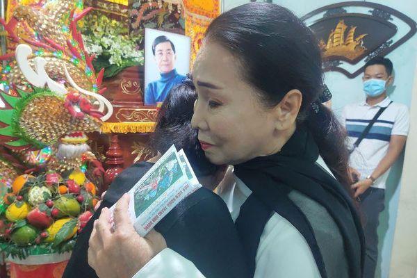 Sao cải lương qui tụ đưa tiễn NSƯT Nam Hùng