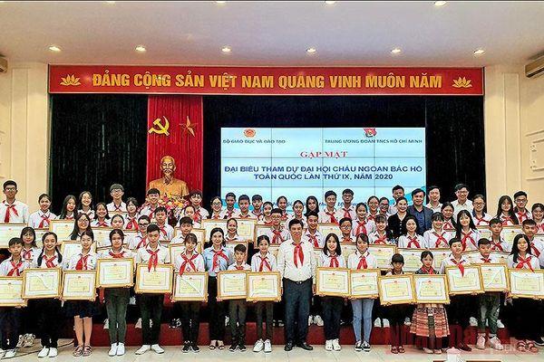 Bộ Giáo dục và Đào tạo trao Bằng khen tặng 63 'Cháu ngoan Bác Hồ'