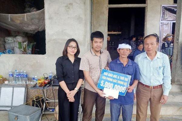 Văn phòng Báo GD&TĐ Bắc Trung Bộ hỗ trợ 3 học sinh có bố mất trong lũ