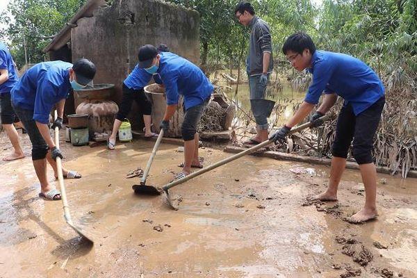 Sinh viên Nghệ An lên đường hỗ trợ Hà Tĩnh khắc phục hậu quả lũ lụt