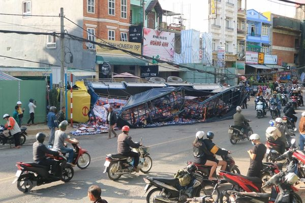 Lâm Đồng: Xe tải 'không người lái' nghiền nát hơn chục xe máy