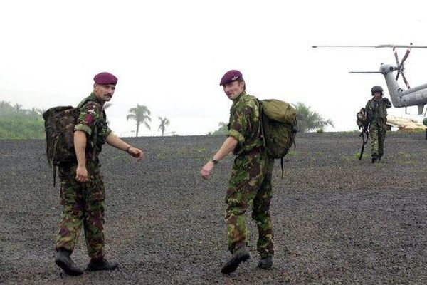 Đặc nhiệm Anh táo bạo đột kích giải cứu con tin ở Sierra Leone