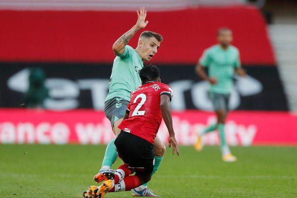 James Rodriguez bất lực trong trận thua của Everton