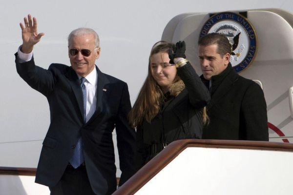 Ông Joe Biden gặp rắc rối lớn trước ngày bầu cử