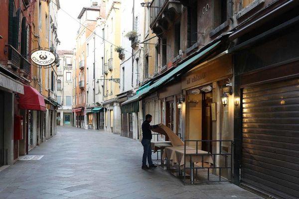 Italy ngừng dịch vụ kinh doanh ăn uống sau 18 giờ từ ngày 26/10