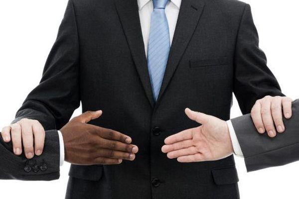 Mối quan hệ giữa các điều khoản giải quyết tranh chấp trong hợp đồng mua bán hàng hóa quốc tế