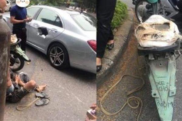 Xe chở bình oxy đâm thủng Mercedes