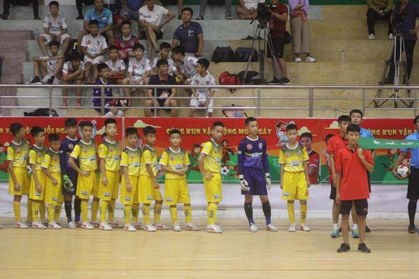 Đương kim vô địch U11 Sông Lam Nghệ An giành vé vào Bán kết