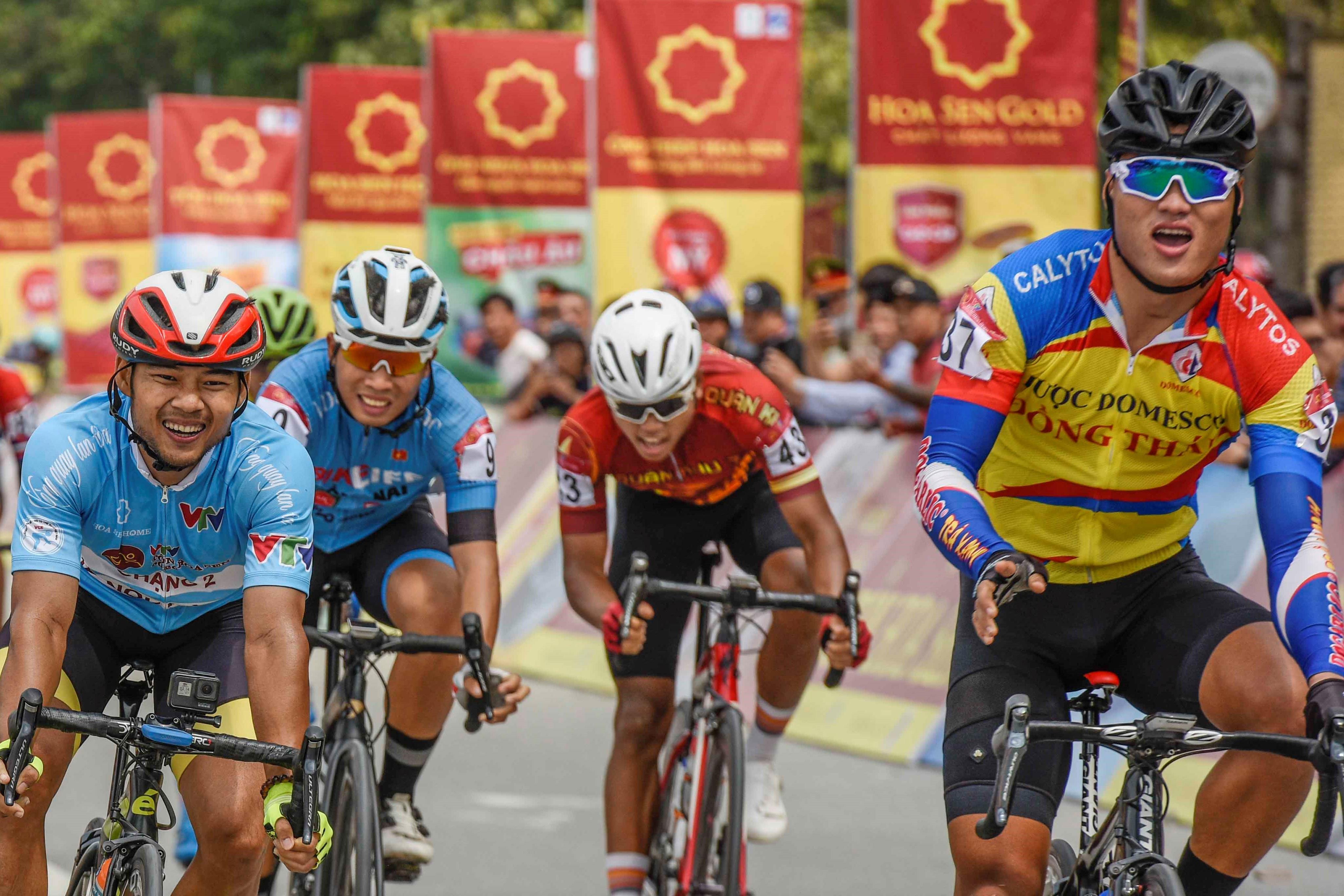 Ganh đua tại chặng 4 giải xe đạp VTV Cup 2020