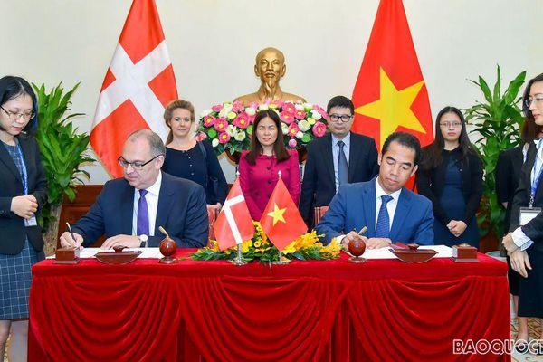 Việt Nam-Đan Mạch ký Hiệp định về vấn đề lao động của thân nhân thành viên cơ quan đại diện ngoại giao