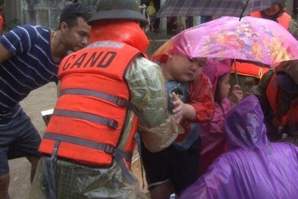 Thừa Thiên - Huế yêu cầu hoàn thành sơ tán dân trước 15h ngày 27/10